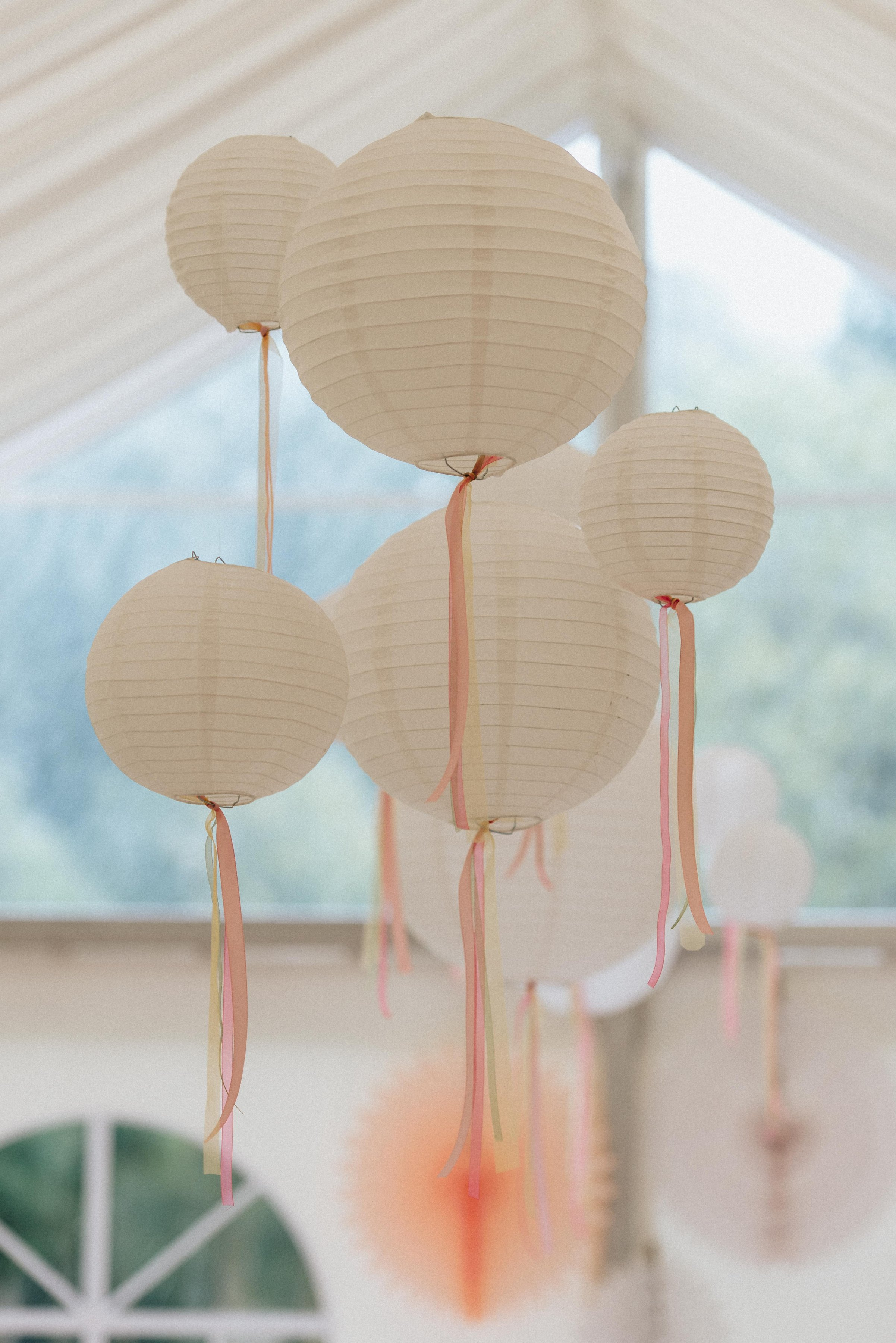 wedding deco Hochzeits Deko Dekoration Lampions mit Bändern Idee: monsieurmuffin Foto: kreativwedding
