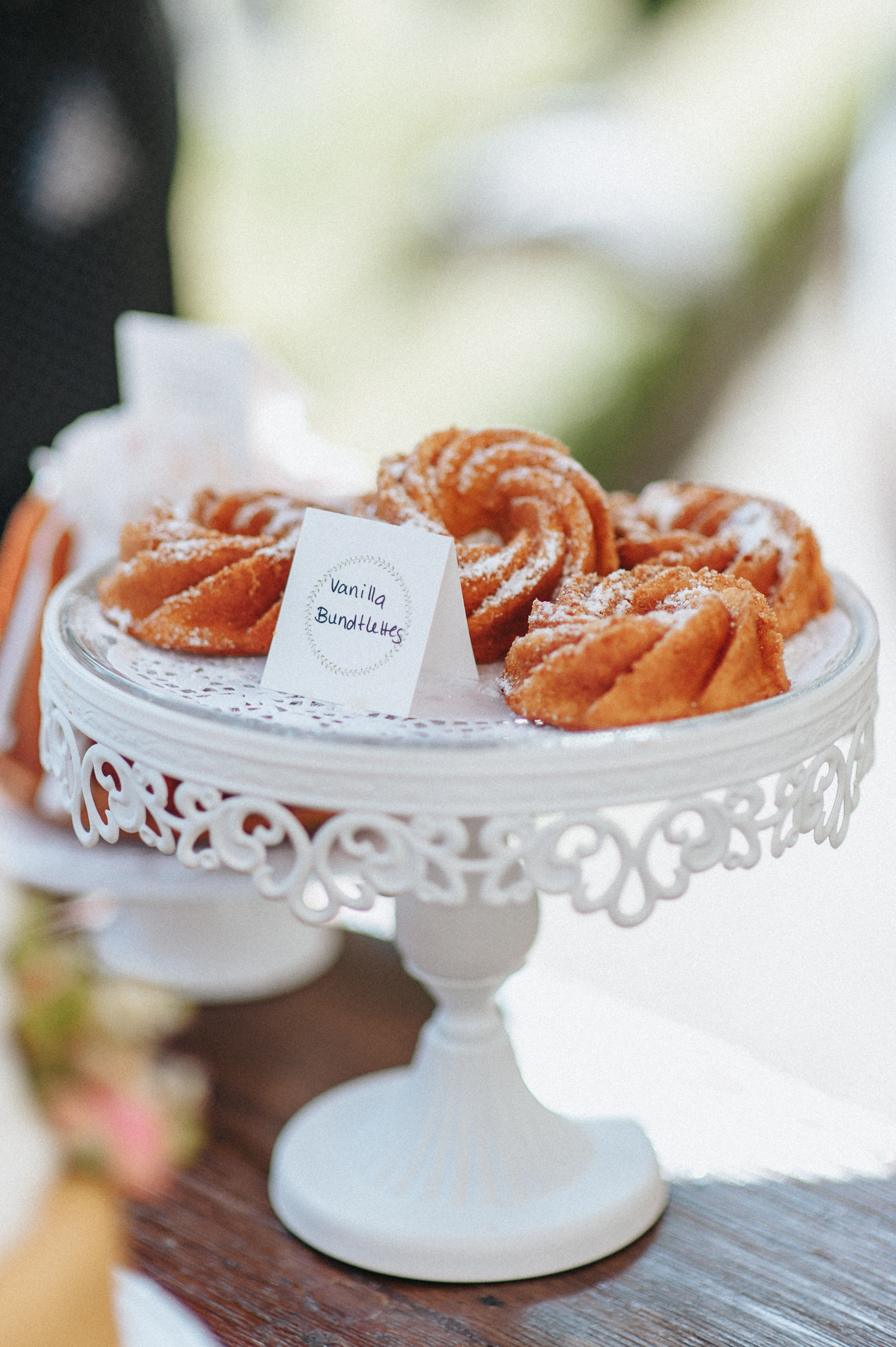 wedding cake Hochzeitstorte Vanilla Bundtlettes sweet table Design: monsieurmuffin Foto: kreativwedding