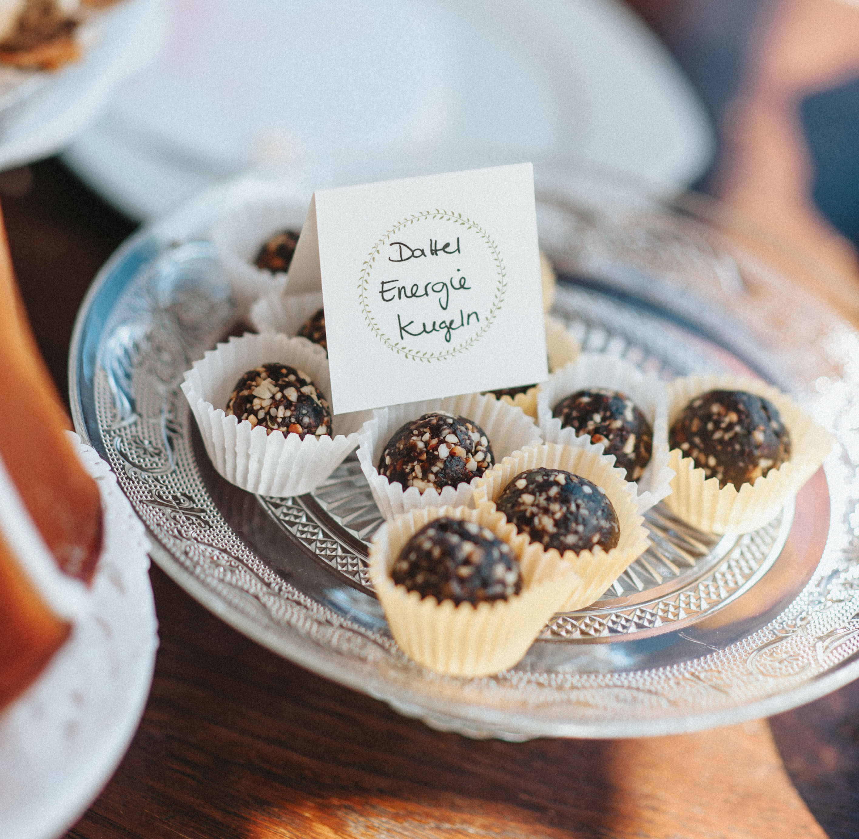 Dattel Energie Balls wedding cake Hochzeitstorte sweet table Design: monsieurmuffin Foto: kreativwedding