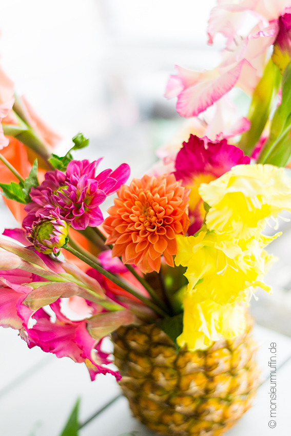 Ananas-Blumenvase | Babyshower-Party | Karbik-Party | Tropical decoration | tropical sweet table | © monsieurmuffin