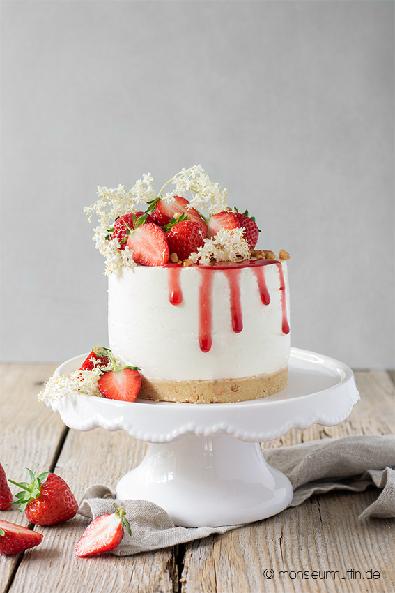 recipe | strawberry cheesecake with elderflowers | Erdbeer Cheesecake mit Holunderblüten | Rezept | © monsieurmuffin.de