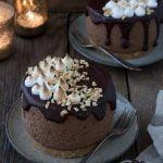 Mousse au Chocolat-Törtchen mit S´mores Häubchen – das perfekte Weihnachtsdessert