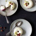 Holunderblüten Panna cotta mit fruchtiger Erdbeerschicht – mein Dessert des Sommers!
