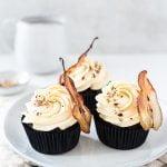 Birnen-Schoko-Cupcakes mit einer fruchtig-leichten Birnencreme – einfach ein Traum.